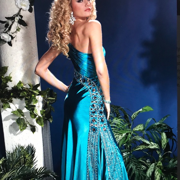 Panoply Dresses & Skirts - Elegant Evening Gown. Panoply Style 14385